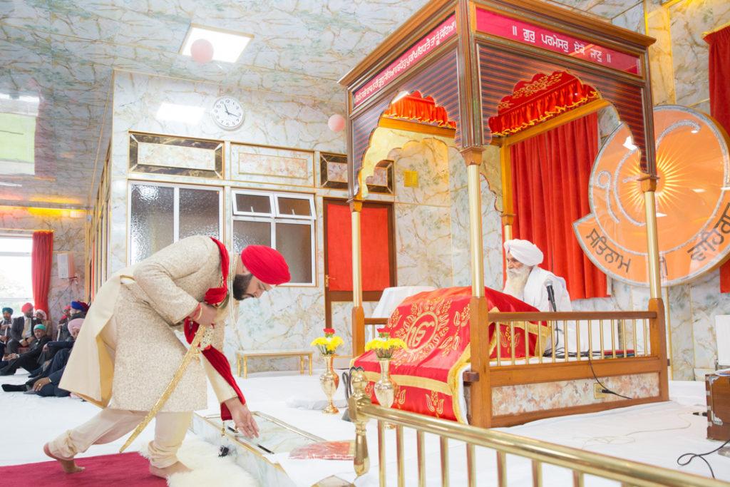 indian groom praying temple